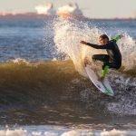 Surfer tijdens het NK
