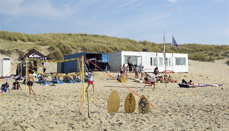 Surfschool Foamball op Texel op het strand van de Koog